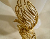 Monet Gold Tone Tied Wheat Large Brooch