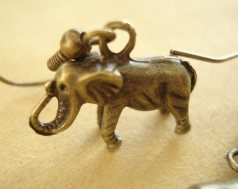 3D Elephant Earrings Anitqued Bronze DE101