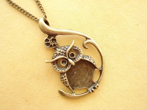 Owl Necklace - Antiqued Bronze  NC80 (FREE SHIPPING for Second Items or More)