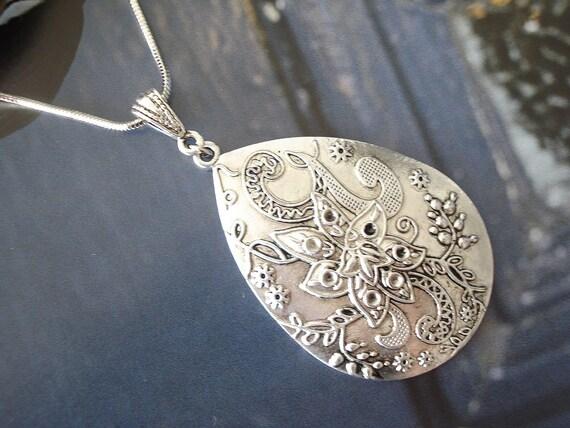 Vintage Tear Flower Pendant Necklace- Antiqued Silver Tone NC201