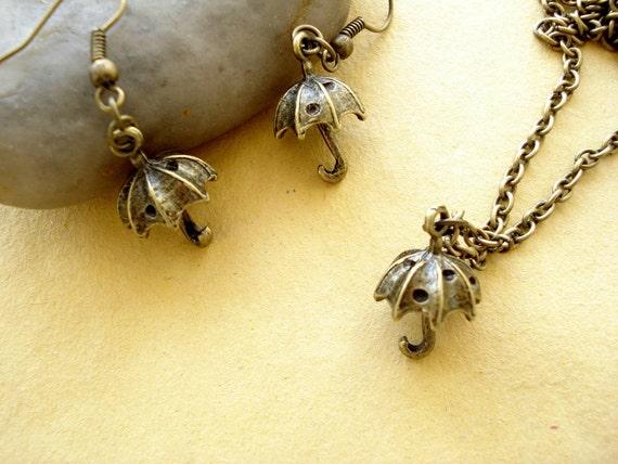 One Set of  3D Umbrella Necklace and  Earring - Antiqued Bronze EN31