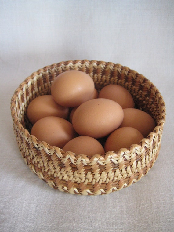 Woven light sallow vessel for eggs