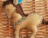 Brown circus horse felt brooch