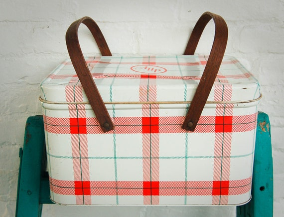 Mexican Red Cross >> Vintage Plaid Picnic Basket Tin Decoware