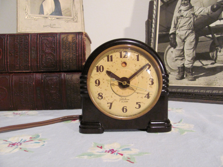 Art Deco Bakelite Telechron Alarm Clock Model 7h125: art deco alarm clocks