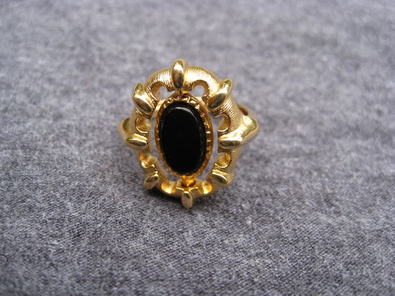 """Vintage """"Spinning"""" Jet Black & Gold Ring, Perfect For Halloween, Made by Avon."""