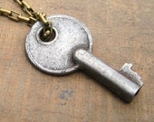 Vintage Key Necklace, Repurposed Jewelry, Fall Fashion, Adornable Vintage