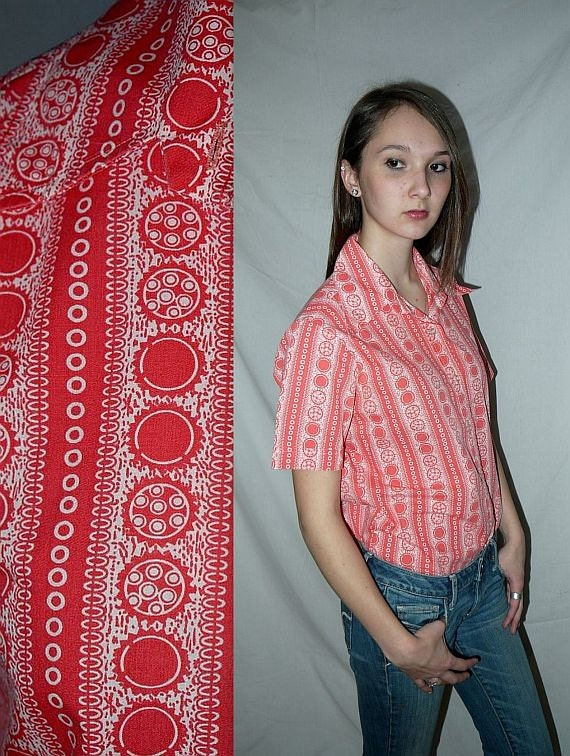Vintage 60s coral day blouse / novelty print / mid century / mad men ....  M L / bust 40