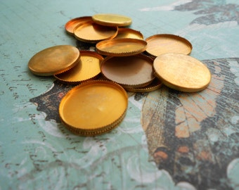 Vintage Raw Brass 20mm Bezel Cups Or Settings With Sawtooth Edge 12pcs.