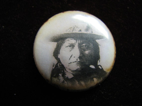 Vintage Indian / Chief Sitting Bull / Tin Pinback / 1960's
