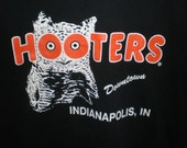 SALE vintage Hooters restaurant Indianapolis Indiana tourist owl t-shirt