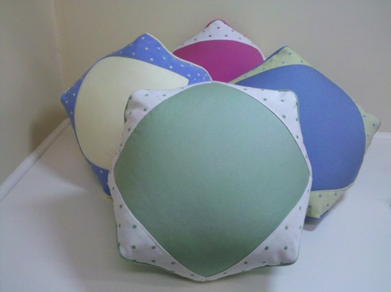 Novelty pillow - Green apple/polkadot banding