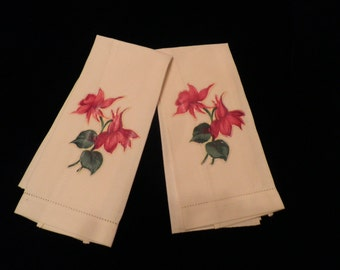 Vintage Ivory Red Flower Appliqued Hand Towels,  Vintage Appliqued Guest Towels, Vintage Linens, Vintage Christmas