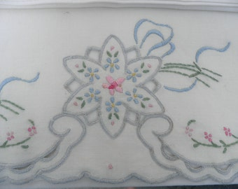 Vintage Cut Work Embroidered Pillow Cases Set of 2, Vintage Embroidery, Vintage Linens