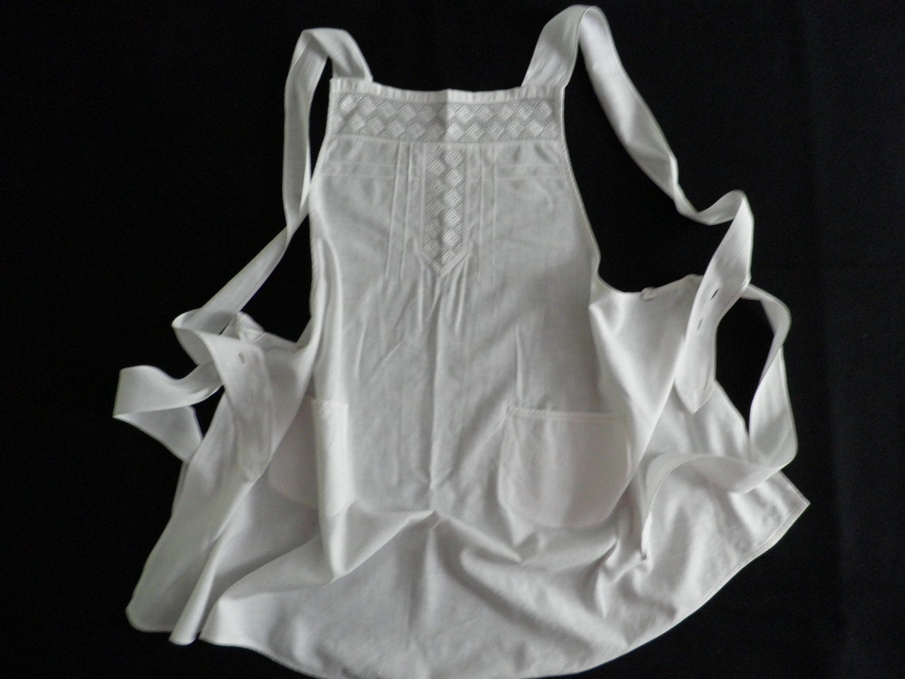 White apron with ruffle trim