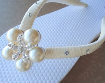 Ivory Flip Flops. Bridal Flip Flops with SWAROVSKI Crystals.Bridesmaids, Wedding - CHARLOTTE -