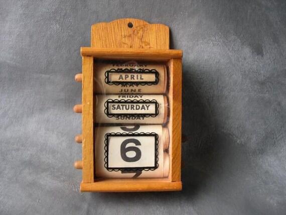 Perpetual Calendar Vintage : Vintage wooden perpetual calendar