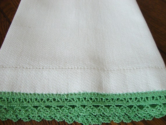 Kitchen Towel White with Green Hand Crocheted Trim Vintage