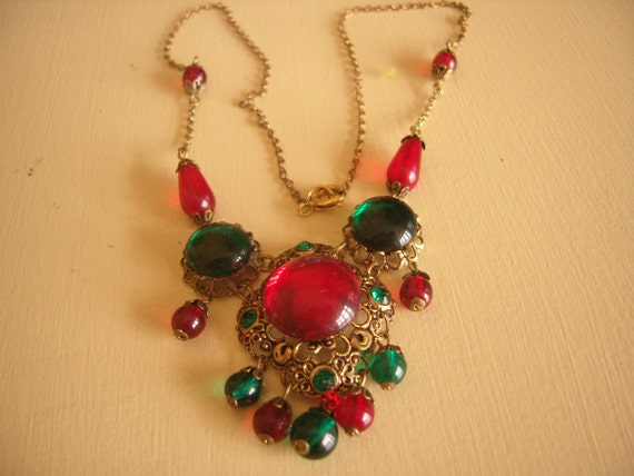 Vintage Czech Red Green Glass Necklace PRETTY