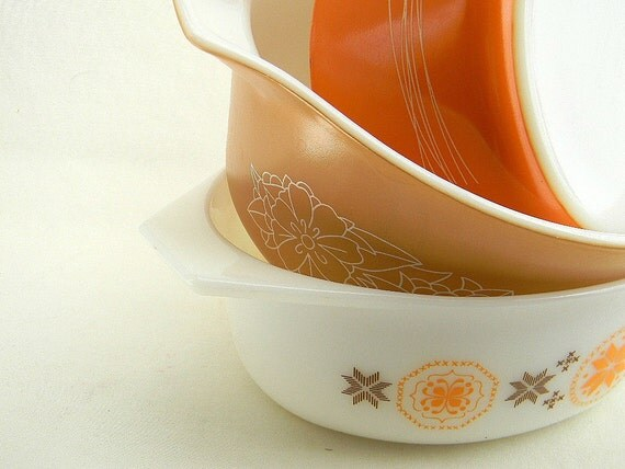 Pyrex cinderella bowls in assorted sizes and patterns