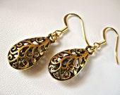 Easter Filigree teardrop earrings in gold finish