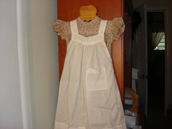 Vintage print dress with pinafore wall decor