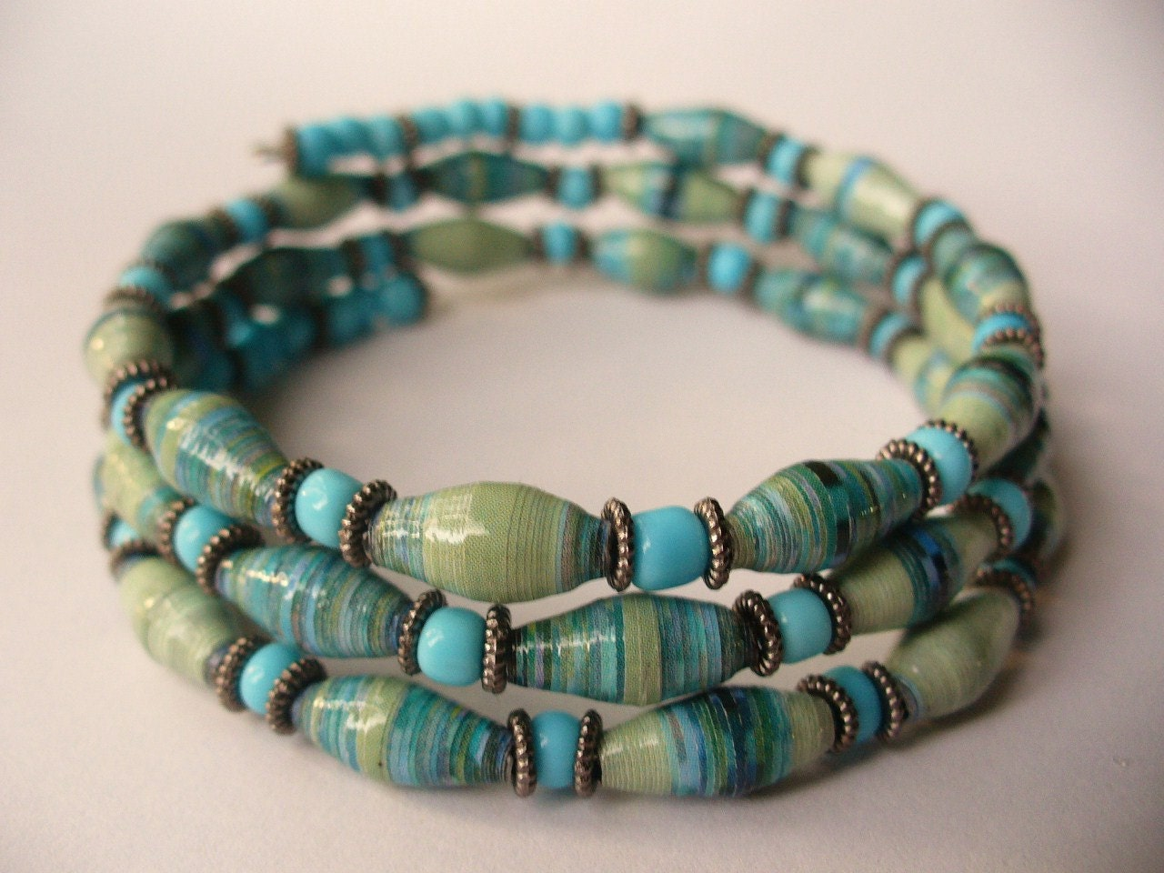 paper bead bracelets Large, colorful, chunky beads make a sweet statement about eradicating poverty not only will you feel sweet, you'll look sweet too, as the bold beads come in a variety of mostly variegated colors match this necklace to your favorite color or use it as an accent in a neutral tone the necklace is created with [.
