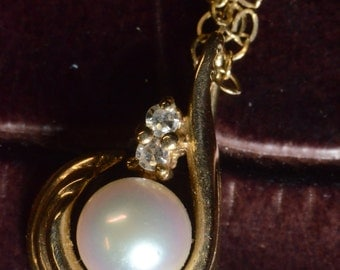Pearl Necklace,  White wedding, anniversary, on 9ct chain.