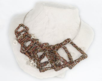 Modern necklace Square necklace Versatile necklace Contemporary jewelry Wire sculpture Art jewelry Modern jewelry Red Black necklace Unusual
