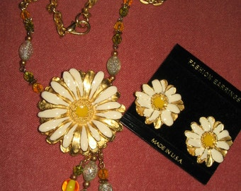 SALE VINTAGE HUGE Daisy Necklace with Earrings 1970's