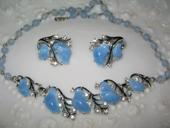 VINTAGE BLUE LUCITE and Rhinestone Necklace, Earrings Set 1950's Retro