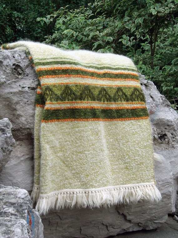 SALE 50% off. Vintage wool cottage/cabin blanket. Spring Green.