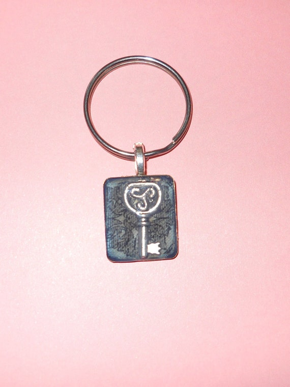 Gothic Metal Key in Resin Keychain