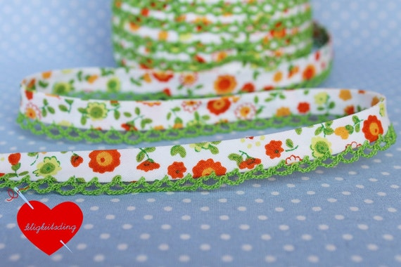 "1 meter bias tape ""flowers"" in orange with lime green crochet lace"