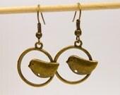 Earrings with little bird / bronze / antique brass - birds - birdie