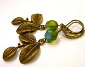 Scarlett from London - Earrings with bronze leafs and green faceted glass beads