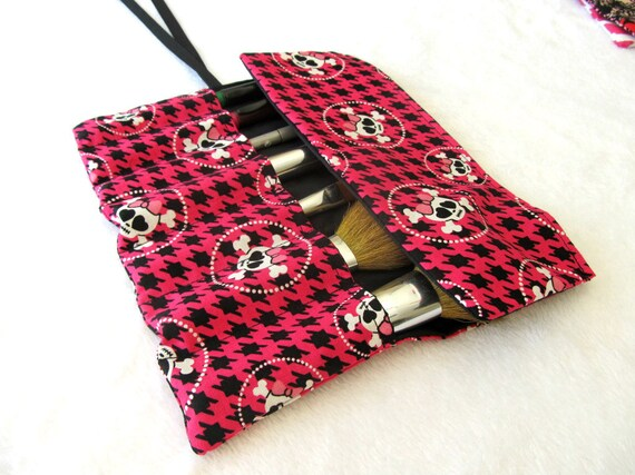 Pink and Black Houndstooth Brush Roll 50% OFF coupon code: SUMMER12