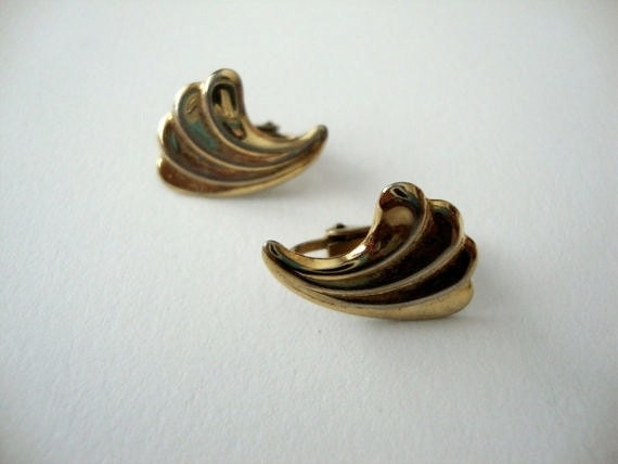 SALE 60% Golden Plumes vintage gold tone clip on earrings