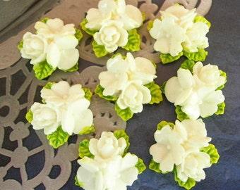 18Pcs Beautiful Rose Cabochon- White/Green Leaves