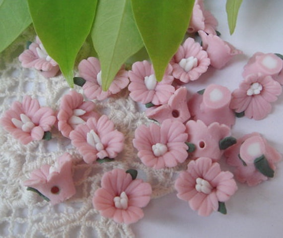 20 pcs Forget Me Not Ceramic Cabochon ,14mm Pink w/White Centre