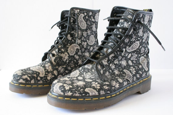 REDUCED Vintage Paisley Black Dr Martens Womens Size 6 1/2