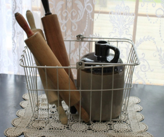 Vintage White Shabby Chic Wire Bicycle Basket