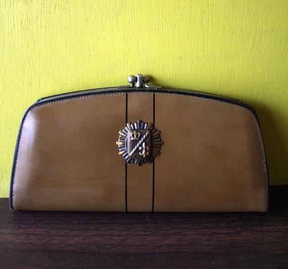 Vintage Tan Baronet Wallet with Decorative Crest