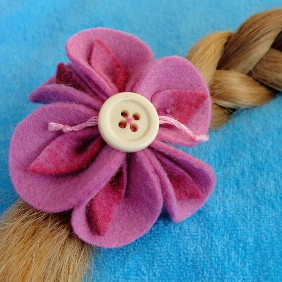 Barrette  a pink felt  flower, wool felt flower, girls hair clip