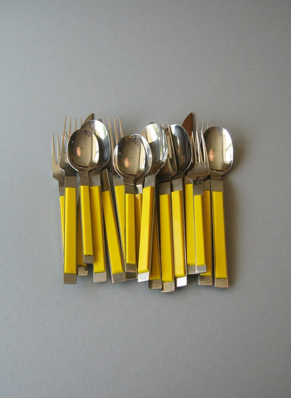 Vintage Crown Corning Flatware Mod Plastic - Yellow / Black