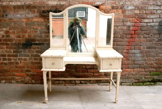 A Beautiful Antique Vanity Table / Free Delivery NYC