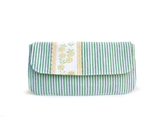 Daisy Chain Wristlet, Clutch, Wallet, Purse in Green, White and Yellow