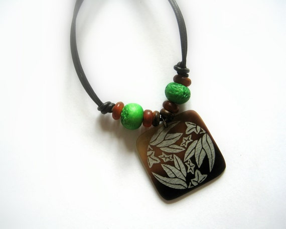 Earthy necklace - light necklace - simple necklace - shell pendant - friendship jewelry - woodland jewelry - green and brown
