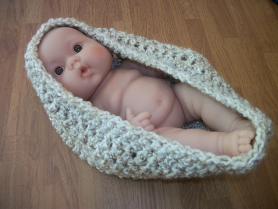 Pearl - Newborn Baby Pod - Photo Prop