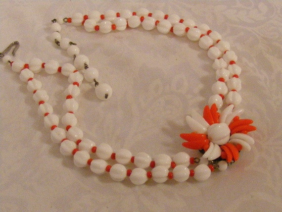 SALE Vintage 1950s Red and White Plastic Flower Double Strand bead Choker Necklace